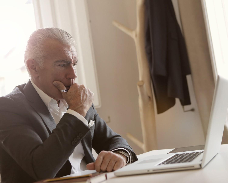 CV dla emeryta: wzór i porady, jak napisać CV na emeryturze