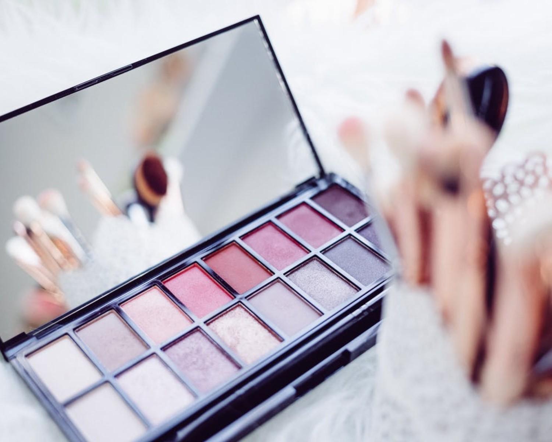 CV i list motywacyjny kosmetyczki – wzór, przykłady i 7+ porad