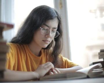 CV maturzysty — wzór. Jak je napisać bez doświadczenia?