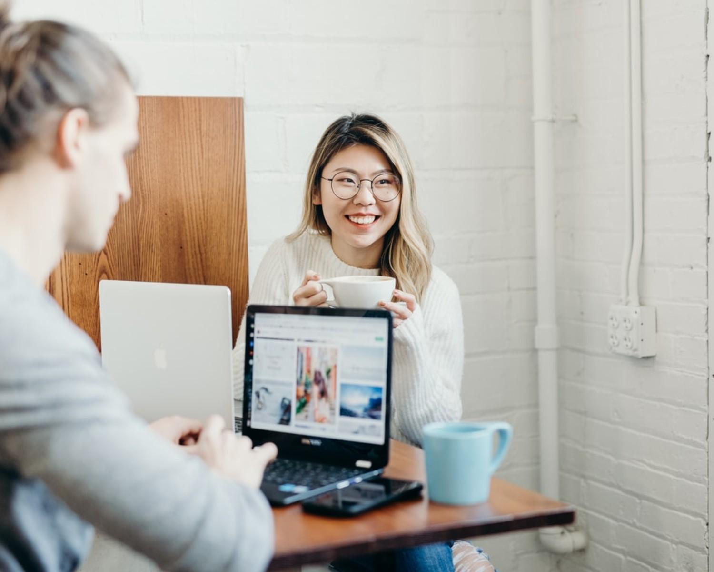 Zwroty do CV po angielsku — przydatne tłumaczenia i porady