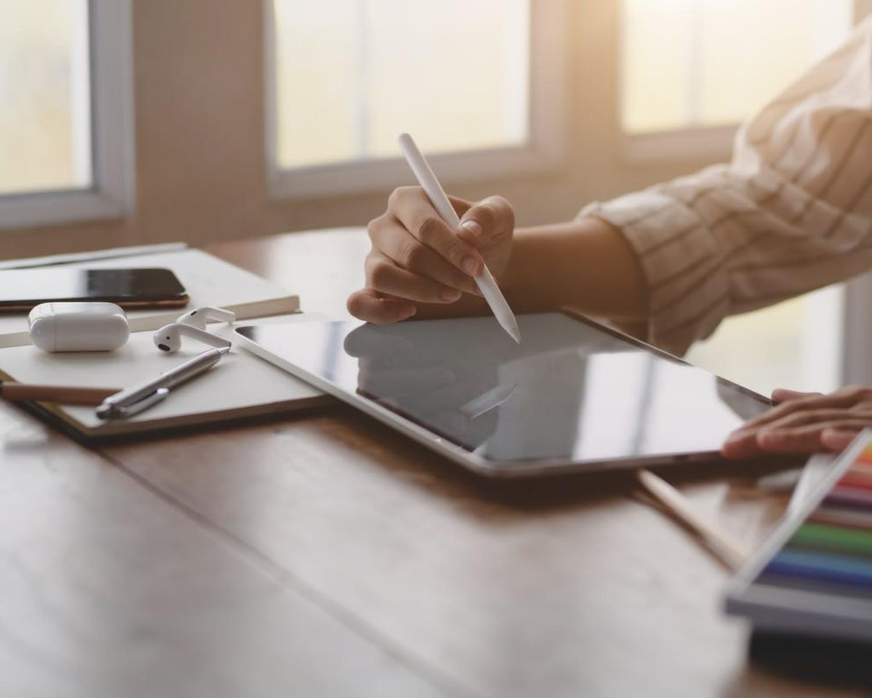 CV graphic designer — wzór z omówieniem i 7 wskazówek