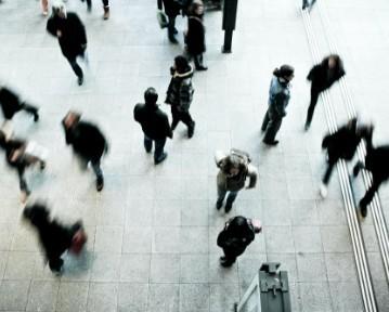 Introwertyk — kto to, cechy. Czym różni się od ekstrawertyka?