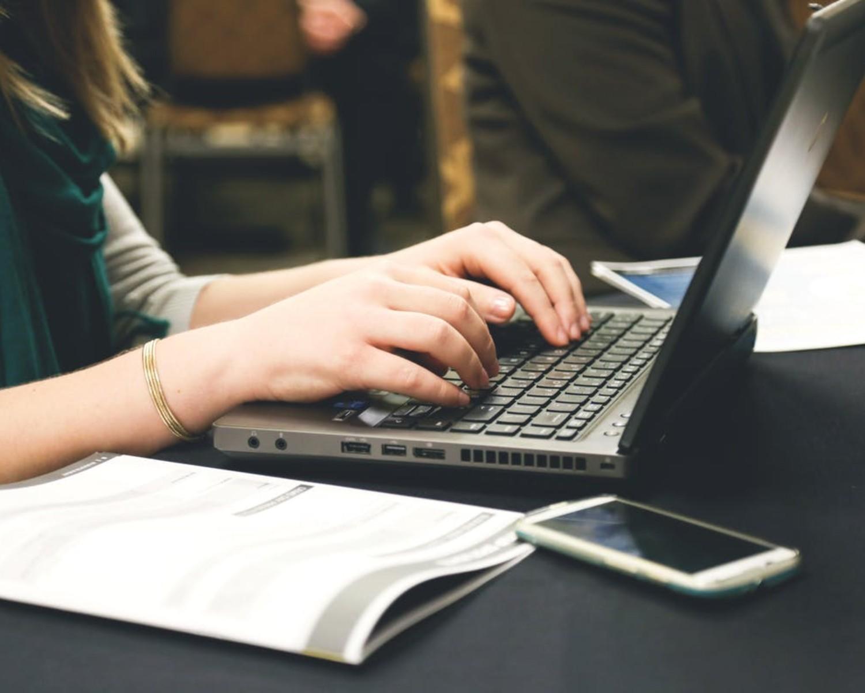 Jak napisać CV: wzór dobrze napisanego CV do pracy w 2021