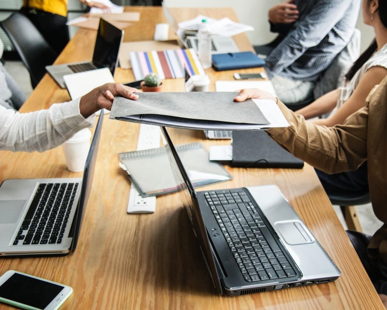 List motywacyjny do urzędu (przykład) oraz CV urzędnika - jak napisać?