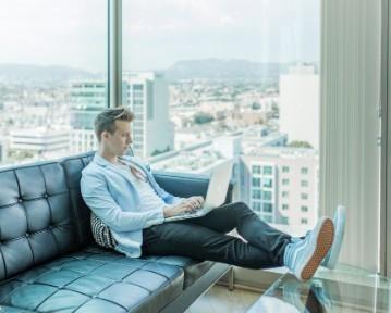 Rejestracja jako bezrobotny: online, w urzędzie pracy. Co daje?