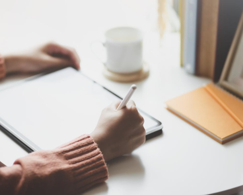 Resume / CV: czym się różnią? Kiedy pisać résumé, kiedy CV?
