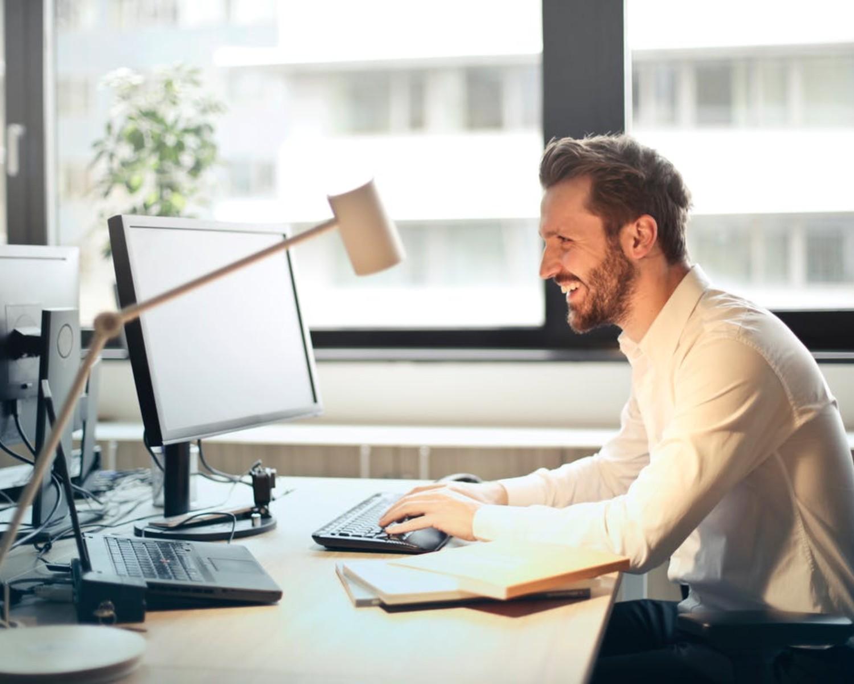Śmieszne CV - przykłady dokumentów, które bawią rekruterów i rozśmieszą też Ciebie