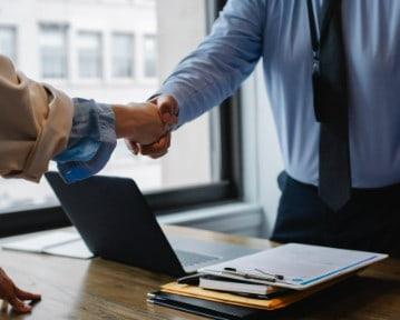 Zwolnienie z pracy: co robić i jakie prawa przysługują? Porady